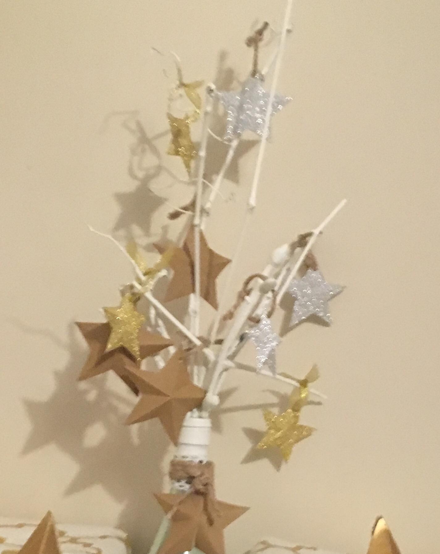 Haz una estrella navide a luminosa de cart n mimodemami for Decoracion luminosa navidena